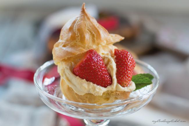 photo vanilla-chocolate cream puffs