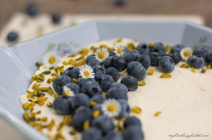 blueberry tiramisu with limes