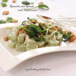 photo of gnocchi with spinach and walnuts