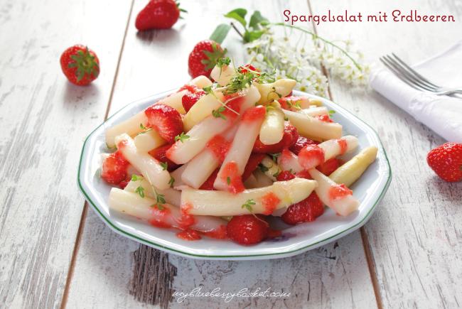 Foto von Spargelsalat mit Erdbeeren