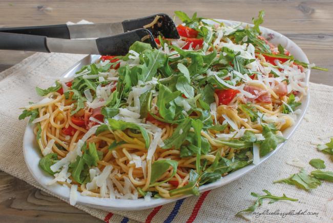 Foto Spaghetti mit Serrano-Schinken und Rucola