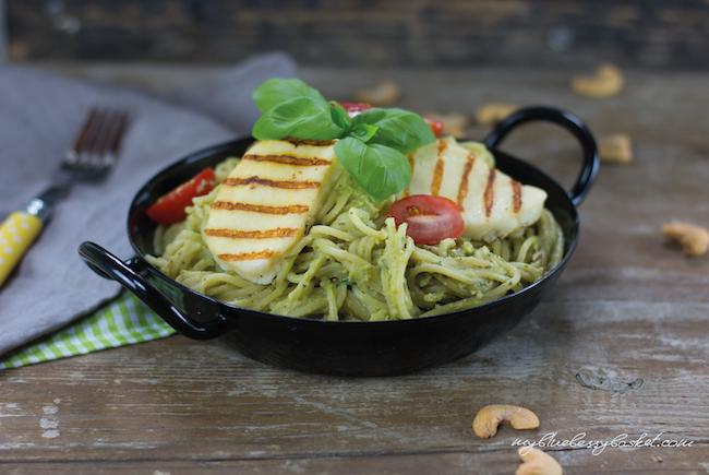 Spaghetti mit Avocado-Cashew Pesto