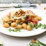 Foto von Gnocchi mit Tomaten und Rucola